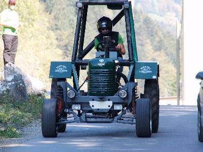 Über 60 km/h Höchstgeschwindigkeit erreicht dieser frisierte Steyr-Traktor.