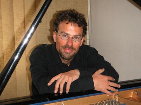 Alexander Ringler aus Innsbruck an der Orgel