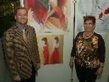 Bild 1: Verwaltungsdirektor Harald Maikisch mit der Künstlerin Gisela Eder.