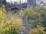 """Bild: Die """"Trockene Feuerlöschleitung"""" zur Schattenburg dient der Verbesserung des Brandschutzes für die Burg."""