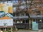 Ca. 10,7 Mill. Euro netto wurden für dieses Bauprojekt beim größten Schulkomplex im Land investiert hat, dafür gibt es ca 30% mehr an Raumfläche
