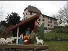 Die Dorfkrippe aus Lustenau thronte am Fuße des Schloss Amberg und lud zur Krippenausstellung