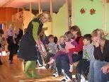 Die Kinderbuchautorin Brigitte Weninger zog die Kinder in ihren Bann.