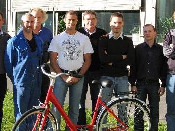 Die erfolgreichen Liebherr-Radler mit den Betriebsratsvorsitzenden Herbert Dür und Reinhard Rüf.