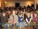 Gespannte Kindergesichter fanden sich beim Puppentheater im Vereinshaus in Götzis