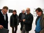Hubert Matt führt durch die Ausstellung