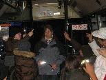 Judith Hagen moderierte die Veranstaltung und machte die Kinder auf Straßenbegebenheiten aufmerksam