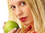 Lieber einen Apfel essen als ins Solarium gehen.