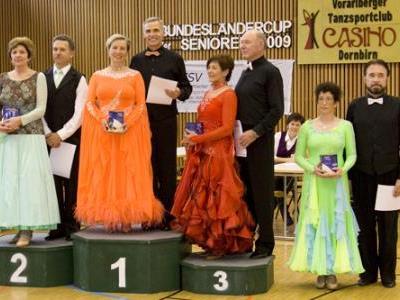 Siegerehrung mit Helga und Kurt Mangard (1. Platz) in Höchst