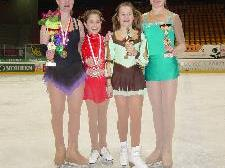 Stolze Eiskunstläuferinnnen vom Eislaufverein Montafon