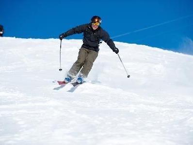 Vor es auf die Piste geht, nicht vergessen einen Skiservice machen zu lassen.
