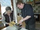 Zu Hause kocht Markus Neff gerne mit seiner Mama.