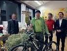 den Hauptpreis, das rassiges Mountainbike wurde gestiftet von Dallmayr Kaffee, gewann Bernhard Gstach