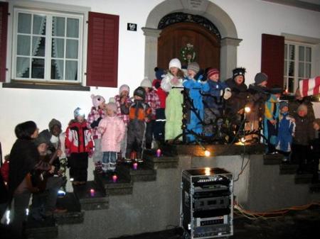 Adventsfensteröffnung am Dorfplatz