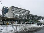 Bild: Im Vordergrund der neue Küchenbau im Hintergrund einer der beiden Lifttürme beim LKH Feldkirch.