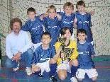 Das Siegerteam mit Klassenlehrer Heinz Kirchberger.