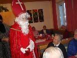 Der Nikolaus hat auch was für die Senioren.
