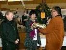 Gewinnerin Frau Johanna Brunner, die den prominenten Nikolaus erraten hat