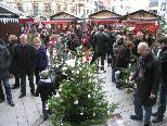 Liebevoll geschmückte Weihnachtsbäume gelangten zur Versteigerung.