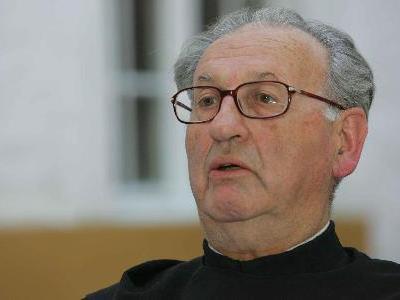 Pater Nathanael referiert beim Neujahrsempfang Ludesch