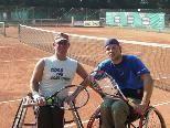 Thomas Flax (re.) mit seinem Clubkollegen Manfred Rainer beim Training.
