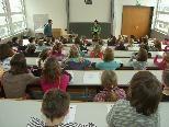 Bild: Knapp 200 Studentinnen und Studenten kamen zur zweiten Vorlesung in die Kinderuni der PH Vorarlberg.