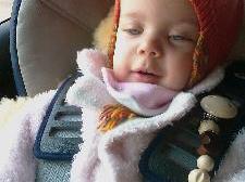 Dank der großzügigen Hilfe bekommt Klara endlich einen speziellen Reha-Kinderwagen.