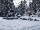 Die Trifftanlage im Gewerbepark zeigt sich tief verschneit.