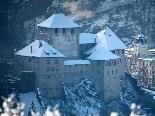 Erbaut wurde die Schattenburg vor rund 800 Jahren und war bis 1390 Stammsitz der Grafen von Montfort-Feldkirch. Die Rettung und Wiederbelebung verdankt die Burg dem 1912 gegründeten Museums- und Heimatschutz-Verein für Feldkirch und Umgebung.