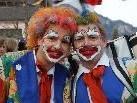 Immer ein Hingucker: bunte Clowns