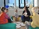 In der KIMI im Millenniumspark lernen Kinder bei Natalie Kreutzer spielerisch Spanisch.