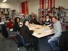 In heiterer Runde geht es jeden zweiten Mittwoch bei der Deutsch-Konversation in der Mediathek zu.