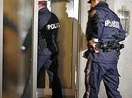 Polizisten am Ort des Geschehens in Wien-Brigittenau