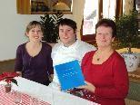 Renate Heim (re.) mit dem Wirtepaar Claudia Waldhof und Frank Hämmerle.