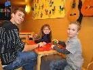 Anna-Maria und Luca genossen das Spielen mit Lucas während der Praktikumswoche.