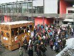 Auf dem Pausenhof wartete eine Überraschung für alle Schüler der VMS Ost