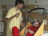 Bild: Die Betreuung von Wachkomapatienten ist eine der vielen Lerninhalte der Psychiatrischen Pflegeschule.