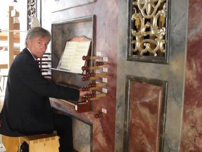 Bruno Oberhammer leitet seit 40 Jahren die Bludescher Orgelkonzertreihe