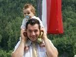Bürgermeisterkandidat Wolfgang Maier mit Sohn Noel