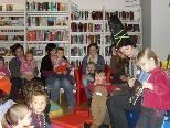 Das Team der Bibliothek Frastanz freut sich über viele Bücherzwergle