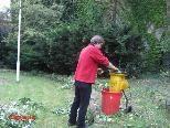 Die Gartenarbeit gehört zum Aufgabengebiet des Hausmeisters
