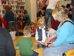 Lesen, spielen, singen und Spaß haben mit den Frastner Bücherzwergen