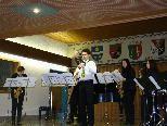 Simon( in der Mitte) mit dem Emsemble der Musikschule Montafon
