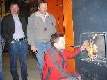 Betriebsleiter André Ritter startet Probebetriebs im neuen Hohenemser Heizwerk.