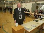 Bild: Bürgermeister Thomas Pinter von Meiningen bei der Stimmabgabe.