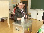 Bild: Stadtrat Dr. Guntram Rederer bei der Wahl.