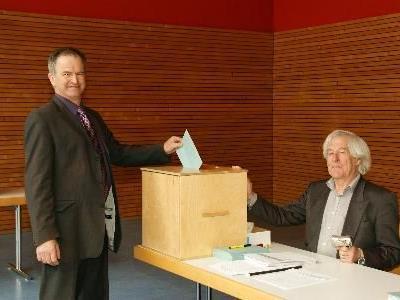 Bürgermeister Hermann Manahl bei der Wahl.