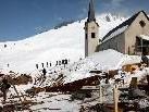 Der Tag danach... im höchstgelegenen Filmdorf Europas, auf der 1700 m Höhe gelegenen Alpe Oberpartnom,  haben die Winterdreharbeiten begonnen