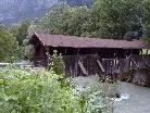 Die alte gedeckte Brücke wird per Ende März von einem Neubau ersetzt