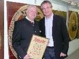 Ehrenoberschützenmeister Horst Halder und Bürgermeister DI Markus Linhart
